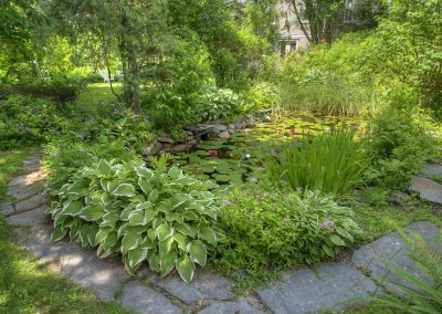 inn-garden---lilly-pond